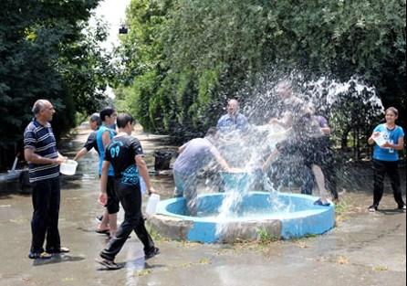 آب پاشی در جشن تيرگان - تهران